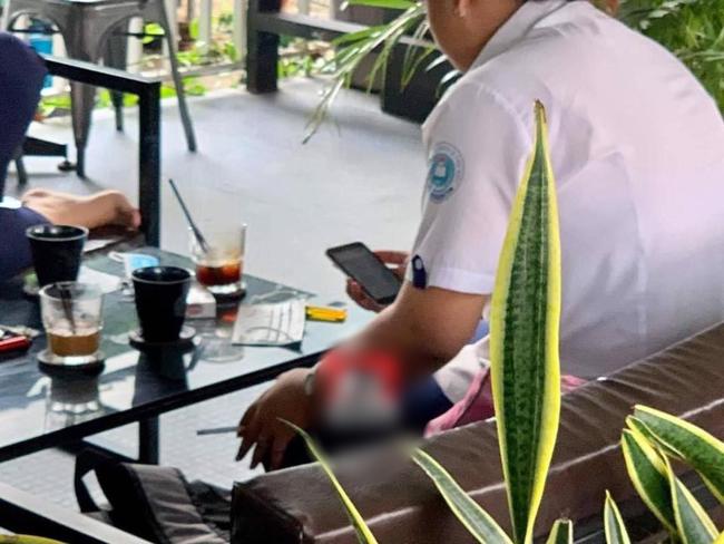 Nhóm nữ sinh cấp 3 mặc đồng phục vào quán cafe phì phèo thuốc lá khiến nhiều phụ huynh phải giật mình-2