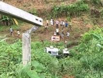 Lào Cai: Nghi dạy vợ tập lái xe, ô tô lao thẳng xuống đèo khiến chồng chết, vợ bị thương nặng