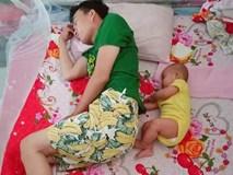 Loạt ảnh 'Đến ngủ cũng giống cha y đúc' khiến dân mạng bật cười