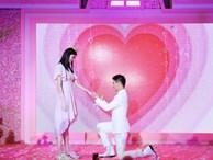 Màn cầu hôn của thiếu gia tỷ đô: Hộp và nhẫn kim cương đặc biệt khủng, biểu cảm 'lấy được vợ' gây bão mạng