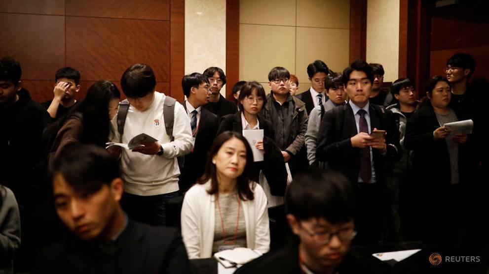 Nghịch lý nực cười ở Hàn Quốc: Cử nhân Đại học thất nghiệp trầm trọng, phải ra nước ngoài tìm việc-1