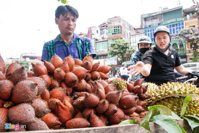 Người Hà Nội thích thú với loại quả hình bầu dục, ăn giống sầu riêng-2