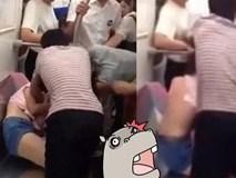 Cô gái bị người phụ nữ trung niên xé áo trên tàu điện ngầm, lý do phía sau khiến ai cũng lắc đầu ngao ngán