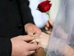 Cặp vợ chồng đi đổi biển số xe, cảnh sát phát hiện cả hai là bố chồng con dâu và ngỡ ngàng khi biết sự thật phía sau-4