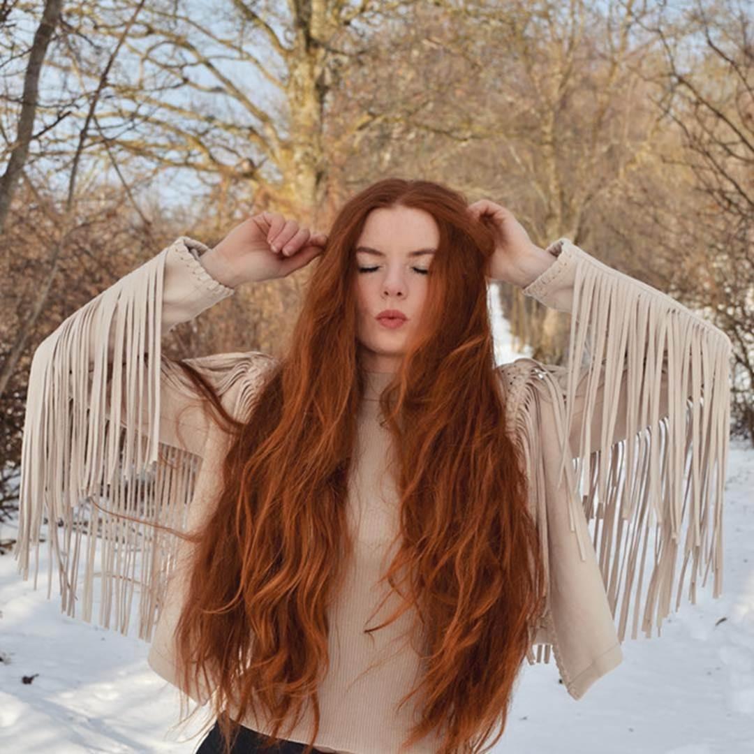 9X được chú ý nhờ sở hữu mái tóc đỏ tự nhiên ít người có-1