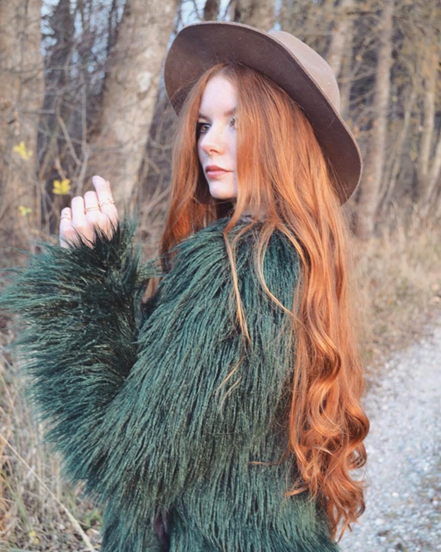 9X được chú ý nhờ sở hữu mái tóc đỏ tự nhiên ít người có-3