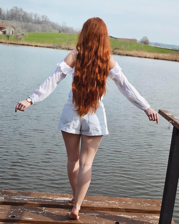 9X được chú ý nhờ sở hữu mái tóc đỏ tự nhiên ít người có-7