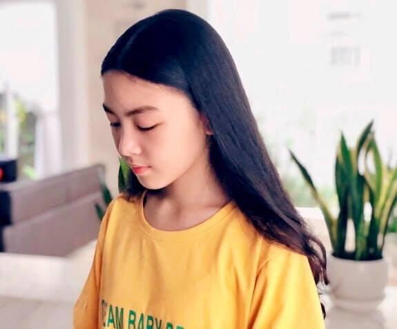 """Công chúa"""" 14 tuổi nhà Quyền Linh: Cao 1m7, sở hữu vẻ đẹp mong manh và được ví là bản sao của Trương Bá Chi-4"""