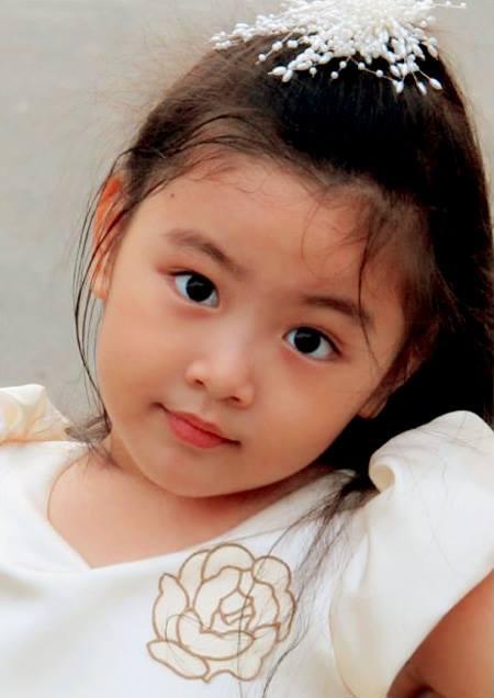 """Công chúa"""" 14 tuổi nhà Quyền Linh: Cao 1m7, sở hữu vẻ đẹp mong manh và được ví là bản sao của Trương Bá Chi-1"""
