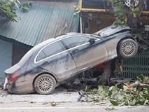 Ô tô Mercedes mất lái