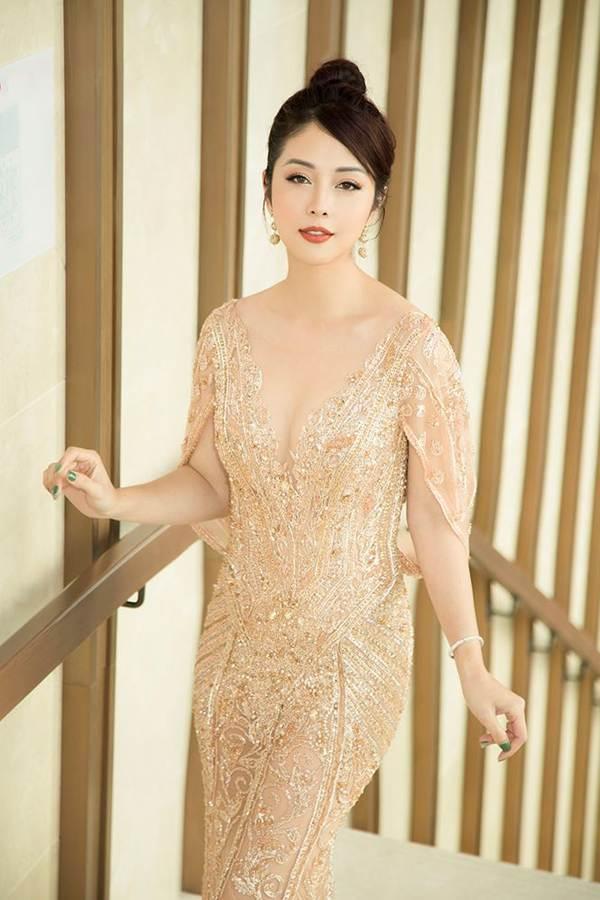 Jennifer Phạm gợi cảm trở lại làm MC sau tai nạn ngất xỉu phải nhập viện-3