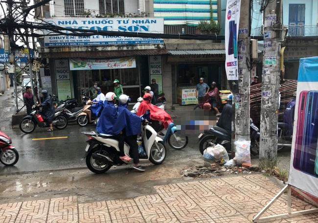 TP.HCM: Đi báo tin bà ngoại mất lúc trời mưa lớn, thiếu nữ 16 tuổi chết thảm dưới bánh xe tải-3