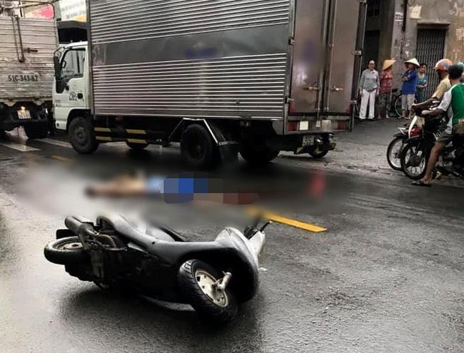 TP.HCM: Đi báo tin bà ngoại mất lúc trời mưa lớn, thiếu nữ 16 tuổi chết thảm dưới bánh xe tải-1