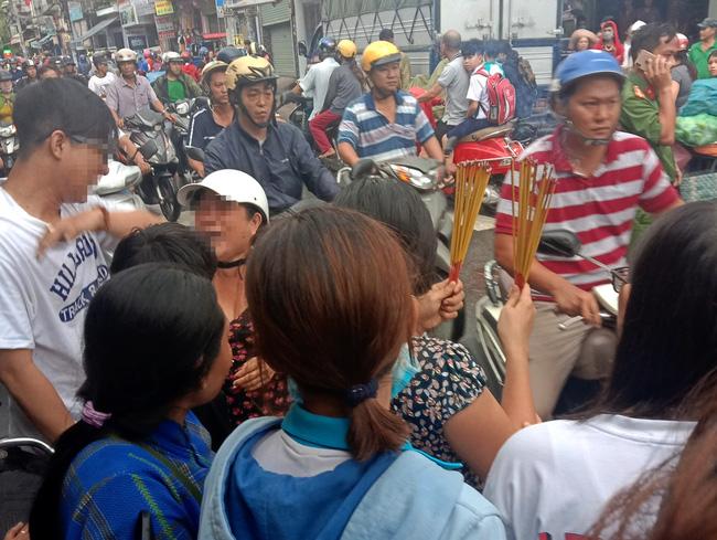 TP.HCM: Đi báo tin bà ngoại mất lúc trời mưa lớn, thiếu nữ 16 tuổi chết thảm dưới bánh xe tải-4