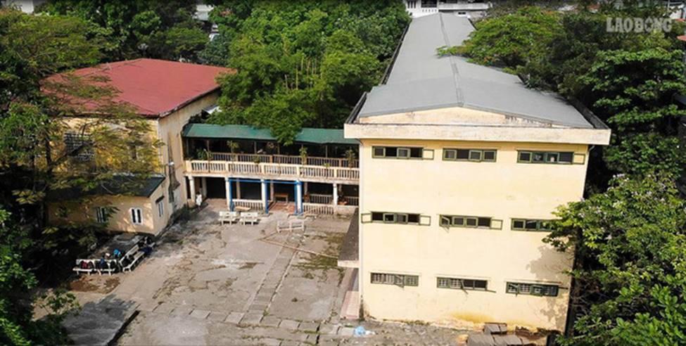 Trường THPT giữa thủ đô nứt lớn, xuống cấp: Thầy trò run rẩy dạy học-1