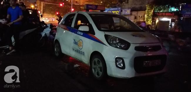 Nữ tài xế taxi bị người đàn ông đâm gục trong xe rồi bỏ chạy, vẫn chưa xác định được nguyên nhân-2