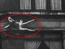 Đi trên đường phố, anh phóng viên vô tình chụp bức ảnh gây sốc ghi lại khoảnh khắc cô gái gieo mình tự tử, đến nay vẫn là một bí ẩn không lời giải đáp
