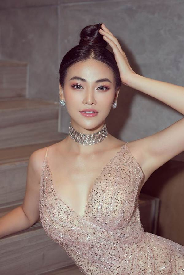 HHen Niê mặc lại váy dạ hội gây bão ở Miss Universe trong tiệc sinh nhật sớm-13