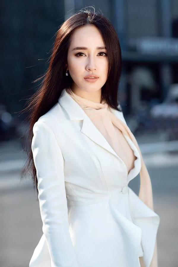 HHen Niê mặc lại váy dạ hội gây bão ở Miss Universe trong tiệc sinh nhật sớm-16