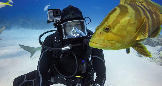 Những thiết bị công nghệ chống nước lý tưởng khi đi bơi tránh nóng-4