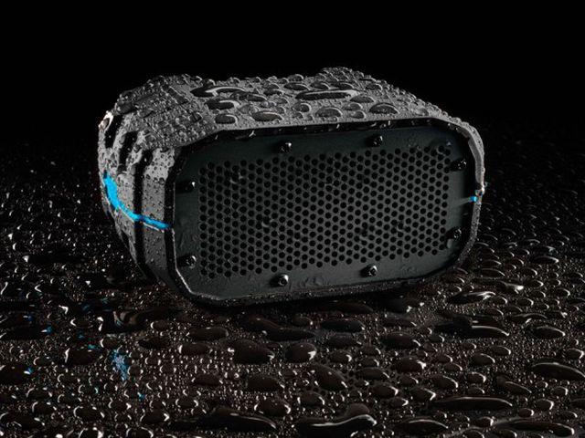 Những thiết bị công nghệ chống nước lý tưởng khi đi bơi tránh nóng-1