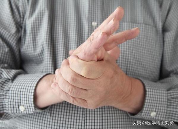 3 dấu hiệu bất thường ở tay chân: 80% khả năng bạn bị tắc mạch máu, nên xử lý ngay-3