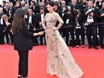 Clip: Đệ nhất mỹ nữ Bắc Kinh liên tục bị nhắc nhở trên thảm đỏ Cannes-1