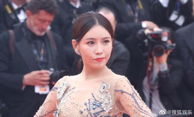 Bị đuổi khỏi thảm đỏ Cannes, cung nữ của Cao Quý Phi trong Diên Hi Công Lược vẫn chây lì tạo dáng-2