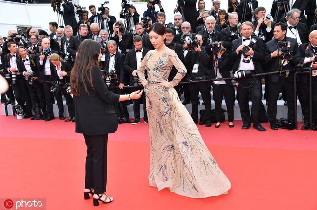 Bị đuổi khỏi thảm đỏ Cannes, cung nữ của Cao Quý Phi trong Diên Hi Công Lược vẫn chây lì tạo dáng-1