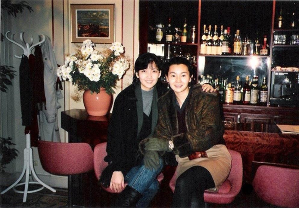 Châu Huệ Mẫn chia sẻ ảnh hiếm chụp cùng Trương Vệ Kiện, Châu Tinh Trì-1