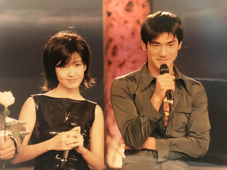 Châu Huệ Mẫn chia sẻ ảnh hiếm chụp cùng Trương Vệ Kiện, Châu Tinh Trì-6