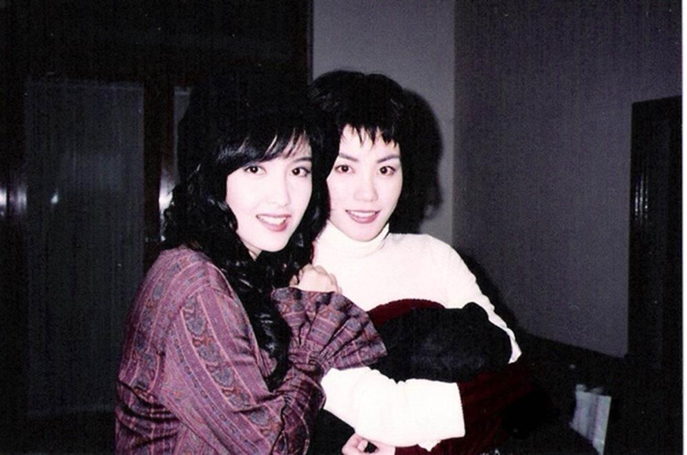 Châu Huệ Mẫn chia sẻ ảnh hiếm chụp cùng Trương Vệ Kiện, Châu Tinh Trì-7