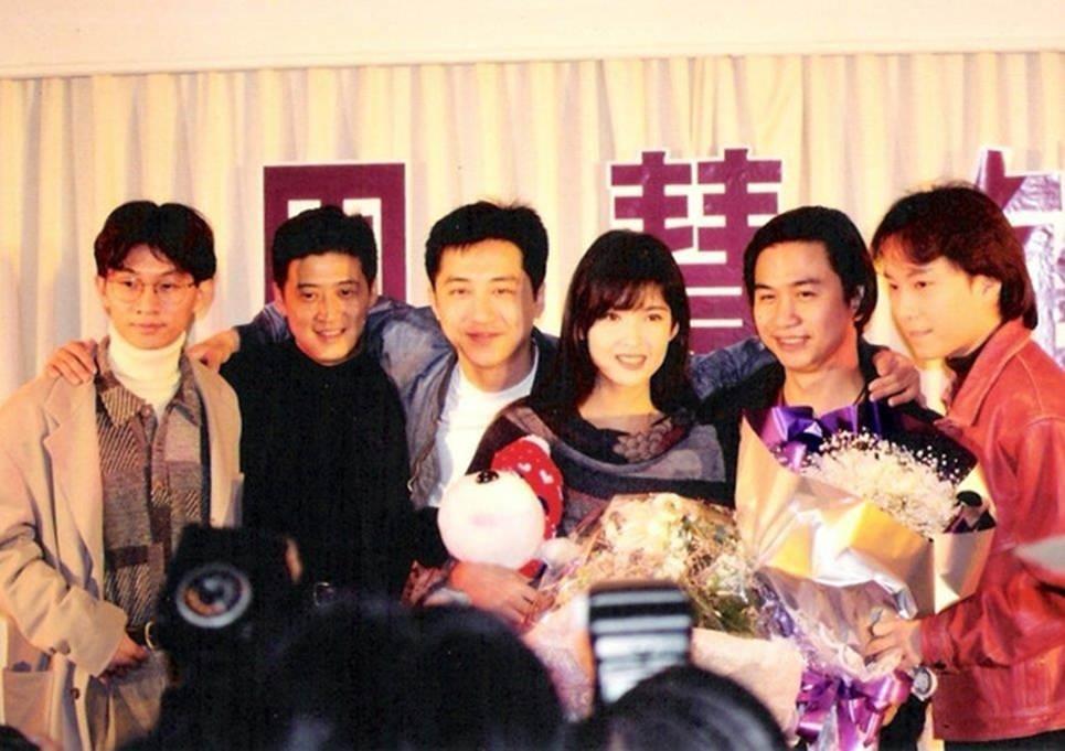 Châu Huệ Mẫn chia sẻ ảnh hiếm chụp cùng Trương Vệ Kiện, Châu Tinh Trì-13