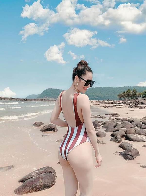 Tình cũ của Trường Giang tung ảnh bikini khoe đường cong 'bỏng mắt'-1