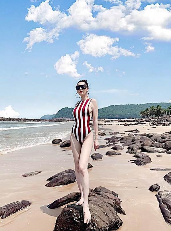 Tình cũ của Trường Giang tung ảnh bikini khoe đường cong 'bỏng mắt'-3