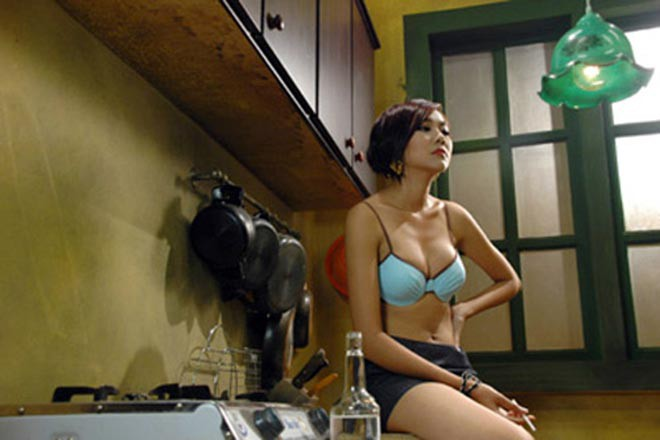 """Sự nghiệp diễn xuất tràn ngập cảnh nóng"""", mặc sexy của Thanh Hằng-4"""