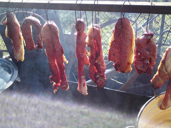 Đặc sản thịt thối lúc nhúc giòi ở Sơn La: Giòi càng nhiều món càng được khen ngon, lễ Tết đám cưới nhà nào cũng nấu-2