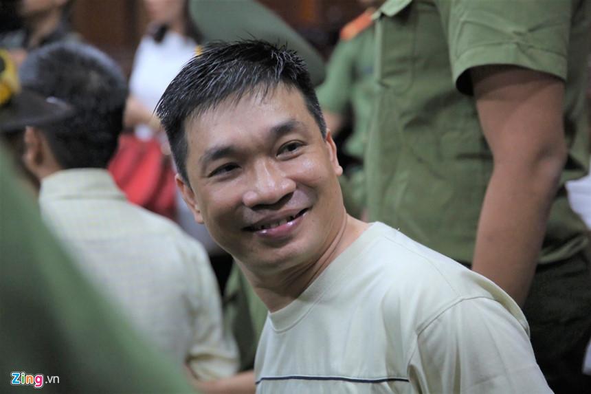 Nụ cười của Văn Kính Dương ở tòa và đứa bé không chịu gọi bố-2