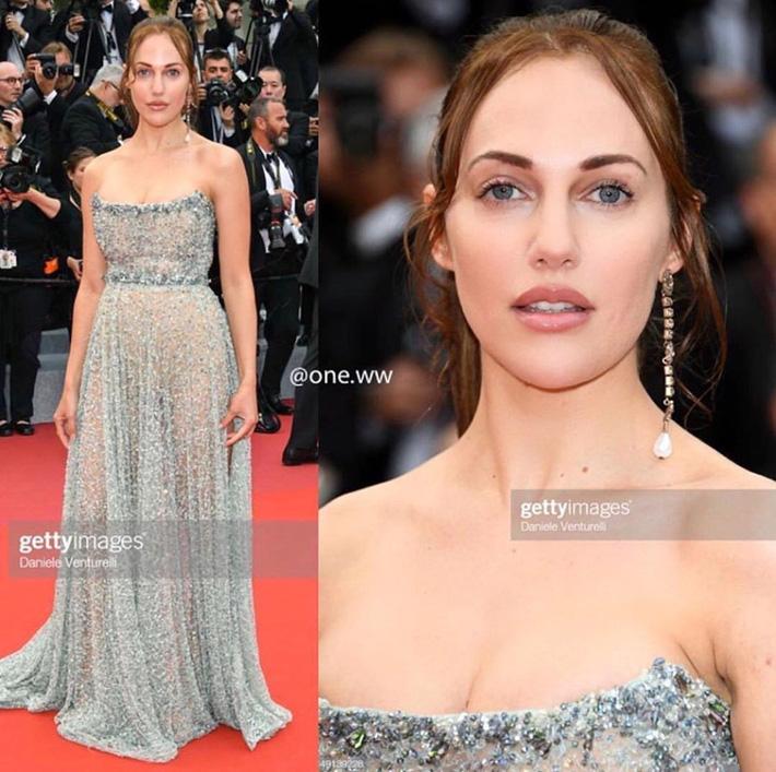Ngay ngày khai mạc LHP Cannes 2019 đã có một người đẹp vô danh lộ nguyên cả bàn tọa trước bàn dân thiên hạ-2