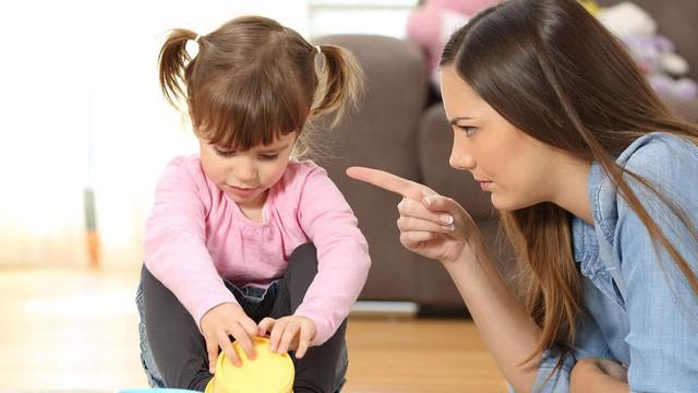 Cha mẹ dùng 9 câu nói cay độc này để kỷ luật con, chẳng những không hiệu quả mà còn khiến trẻ tổn thương sâu sắc-1