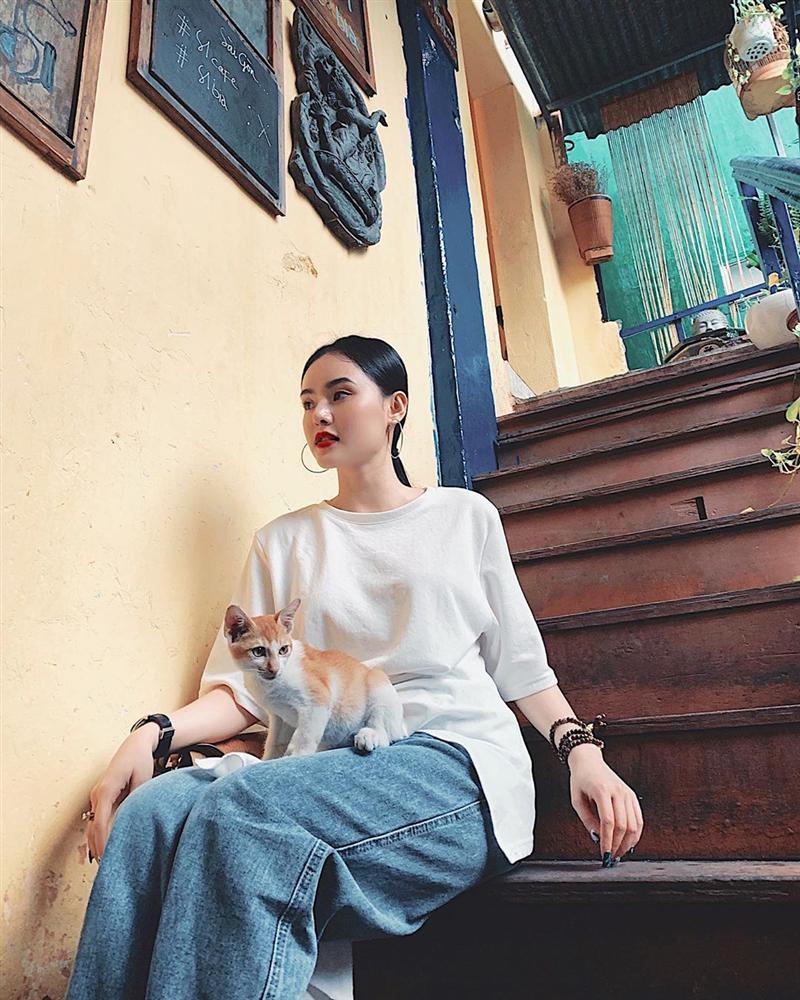 STREET STYLE giới trẻ: Chi Pu - Quỳnh Anh Shyn siết eo nhỏ đến ngỡ ngàng với mốt áo corset-1