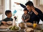 Tiết lộ về số giờ trẻ dưới 5 tuổi có thể dùng tivi - điện thoại, nhiều cha mẹ giật mình vì đã để con xem quá nhiều-5