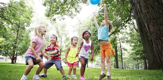 Tiết lộ về số giờ trẻ dưới 5 tuổi có thể dùng tivi - điện thoại, nhiều cha mẹ giật mình vì đã để con xem quá nhiều-4