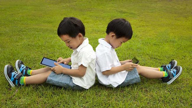 Tiết lộ về số giờ trẻ dưới 5 tuổi có thể dùng tivi - điện thoại, nhiều cha mẹ giật mình vì đã để con xem quá nhiều-3