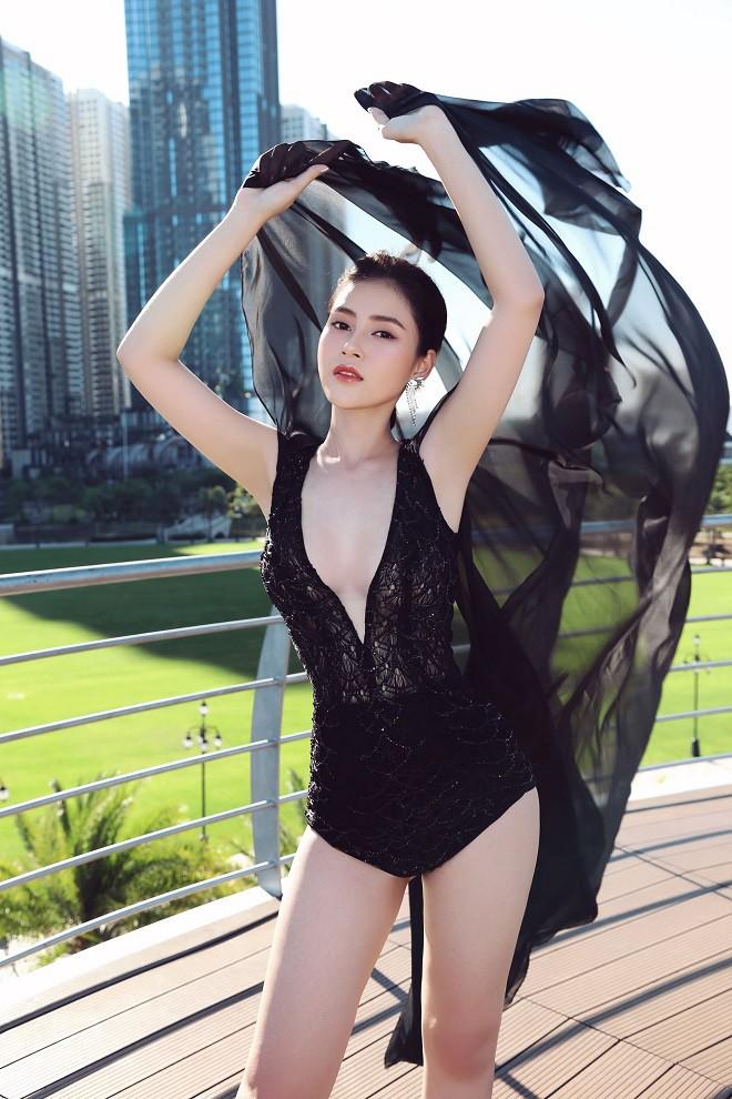 Á hậu Lý Kim Thảo bị cháy da khi chụp hình suốt 5 tiếng dưới trời nắng-4