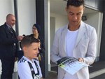 Ronaldo hạnh phúc bên mẹ và bạn gái trong ngày trọng đại của cuộc đời-12