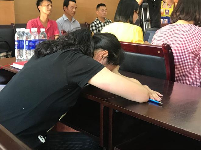 Nữ giáo viên đánh học sinh liên tiếp ở Hải Phòng bật khóc nói lời xin lỗi-1