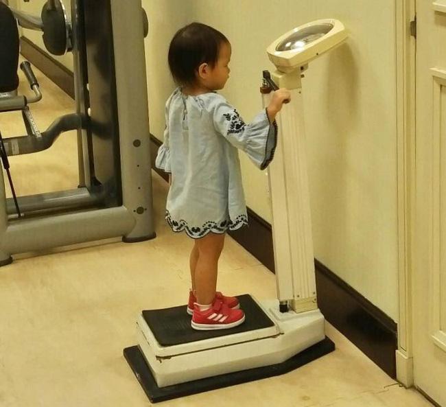 Thâm thúy như chồng Phan Như Thảo, khen con gái 3 tuổi biết giữ dáng để không béo phì nhưng lại bị soi xỏ xiên ai kia-1