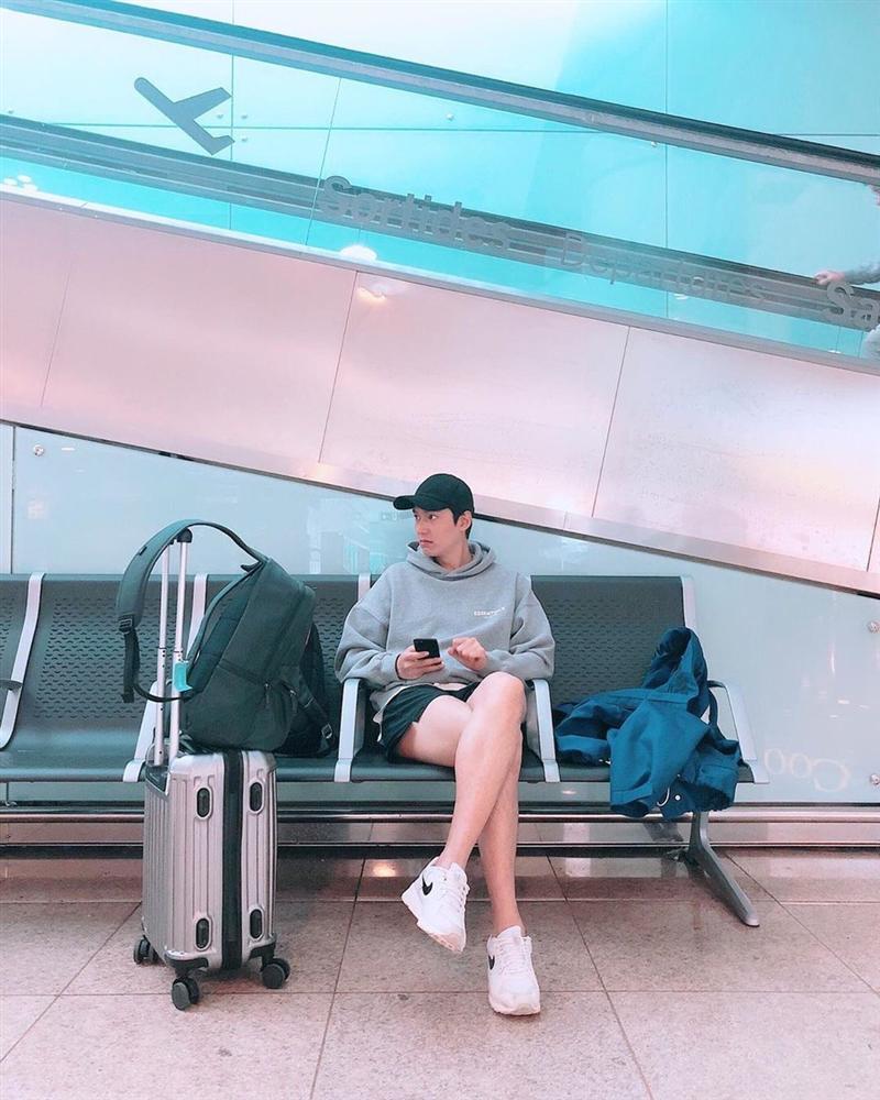 Chỉ là ngồi chờ ở sân bay, Lee Min Ho vẫn khiến khối chị em phải ghen tỵ vì đôi chân dài cực phẩm vừa trắng vừa thon-2
