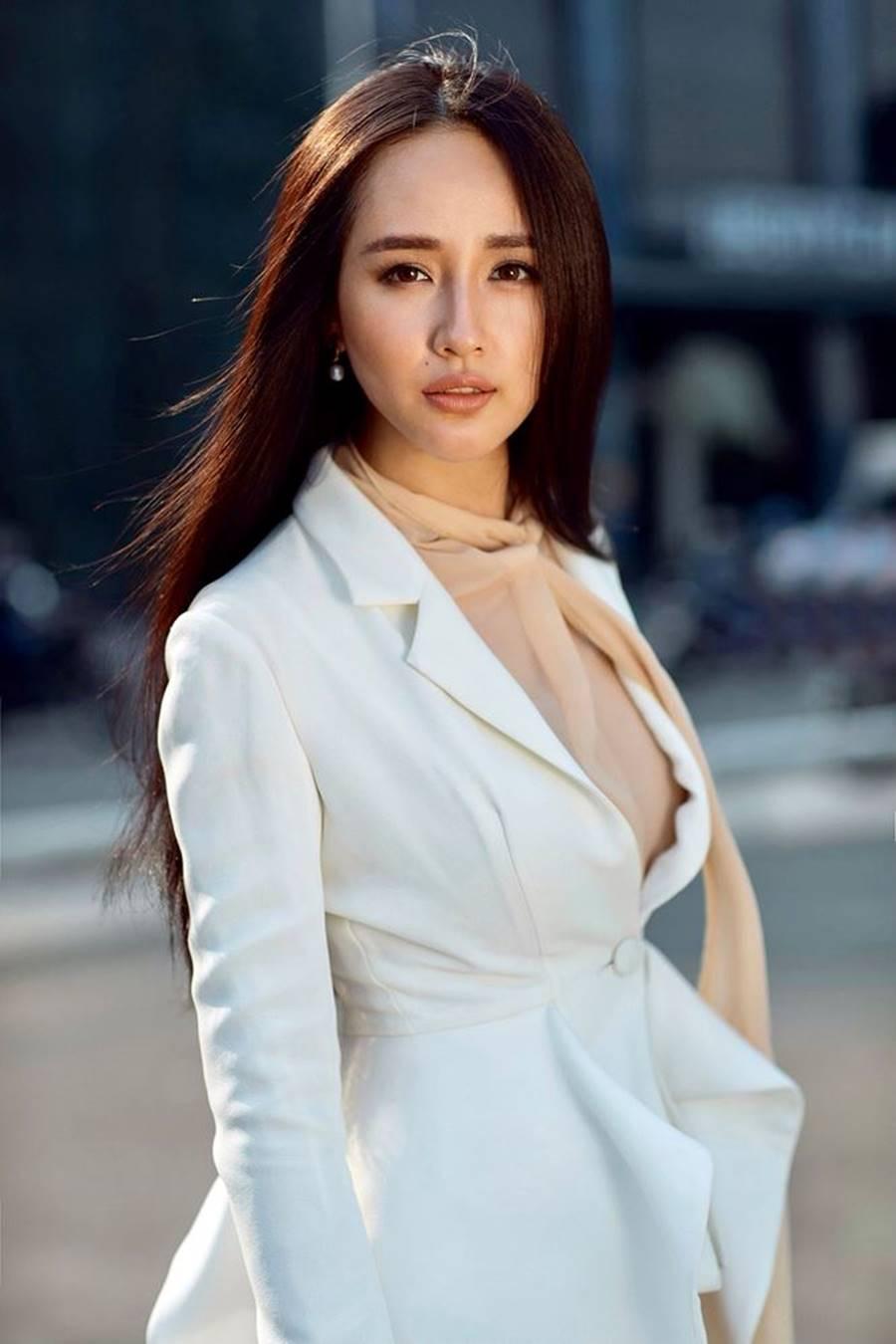 Mai Phương Thuý khoe nhan sắc ngày càng thăng hạng và gợi cảm ở tuổi 31-4